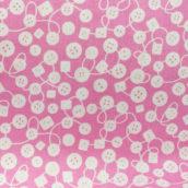 Botones blanco fondo rosa