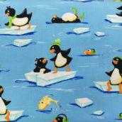 Pingüinos en mar